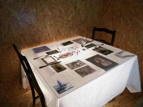 Paula Petit, La femme gelée, 2019, installation, acrylique rétroéclairée, tirages sur papiers mixtes, coton brodé, argenterie, 1 m x 1 m.